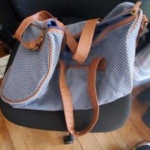 Like new Fashionable weekend getaway bag